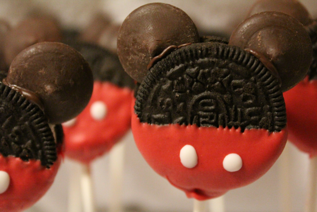 12 Easy Ways to Show Your Disney Side on New Years Eve // Inspired By Dis