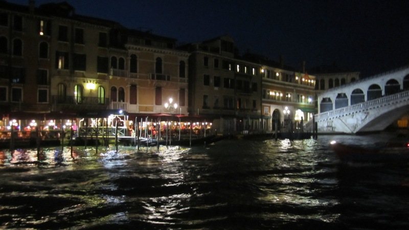 Revisiting Our Honeymoon - Venice, Italy {Day One} // Budget Fairy Tale