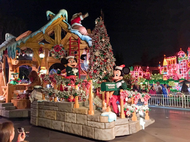 Experience the Disneyland Christmas Fantasy Parade!