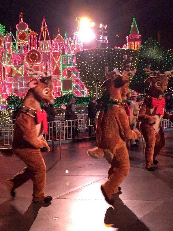 Experience the Disneyland A Christmas Fantasy Parade!