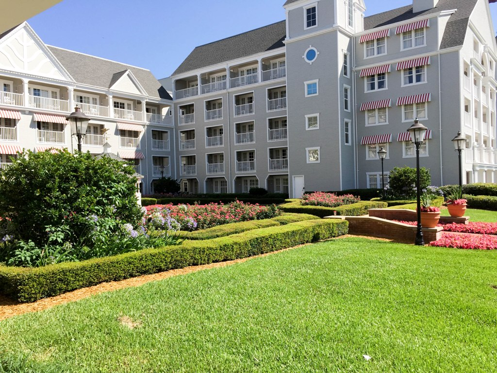 Disney 39 s yacht club resort review this fairy tale life for Garden view rooms at disney beach club