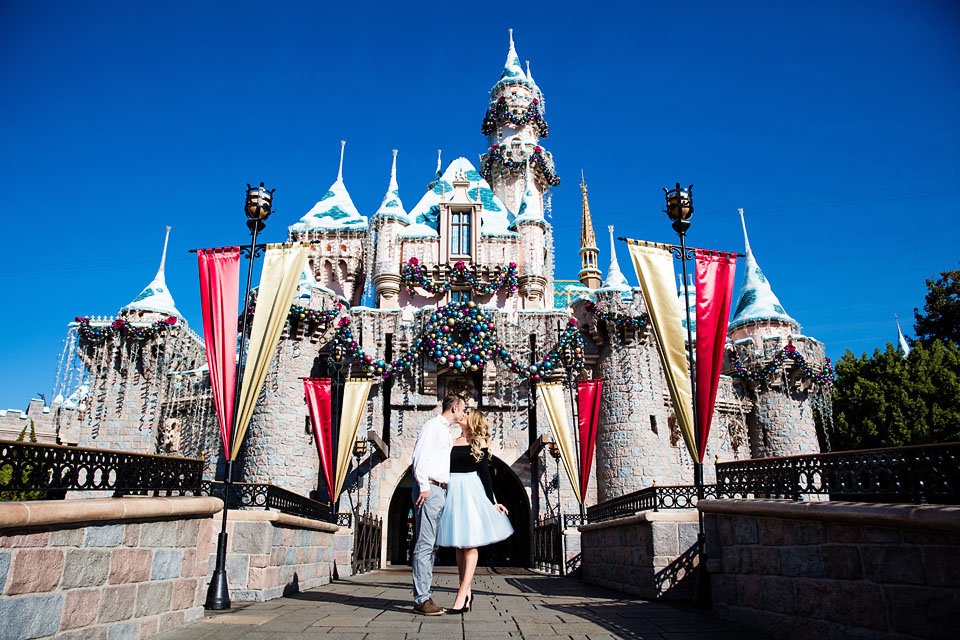 Disneyland Christmas.5 Magical Ideas For Christmas Disneyland Engagement Photos