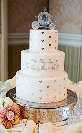 15 perfect cinderella wedding cakes this fairy tale life. Black Bedroom Furniture Sets. Home Design Ideas