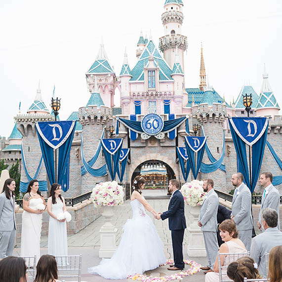 35 Disney Wedding Photos That Remind Us The World Is Full