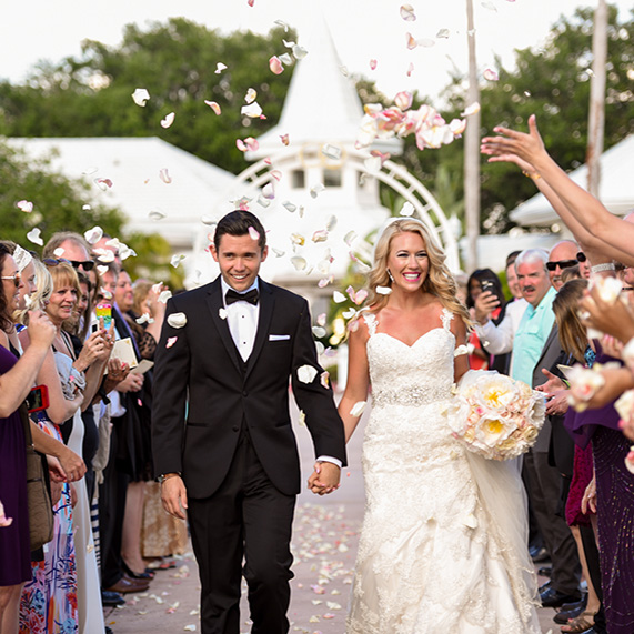 35 Disney Wedding Photos that Remind Us the World is Full of Love