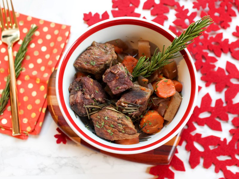 Slow Cooker Garlic Rosemary Roasted Lamb