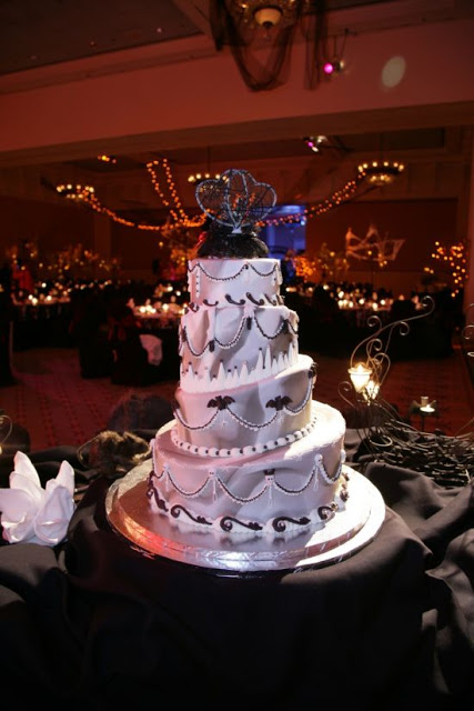 Halloween Wedding Cakes - Disney Style!