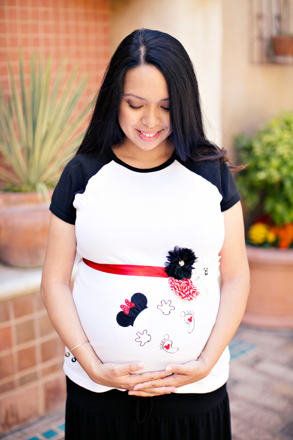 Maternity Photos at Disneyland by Sarina Love Photography // Inspired By Dis