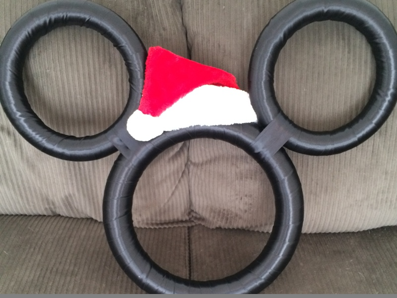 DIY Year Round Mickey Wreath with Holiday Overlays // Inspired By Dis