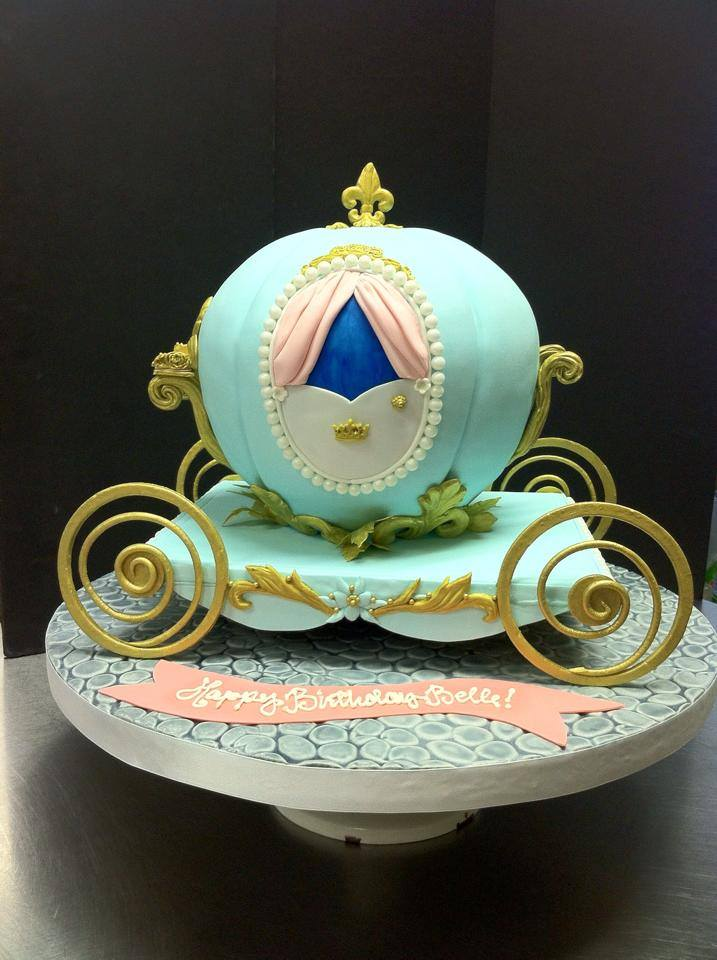 Carriage cake from Robyn Loves Cake