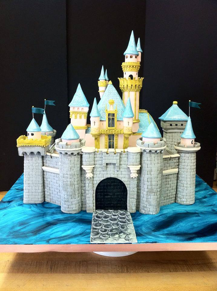 The Most Detailed Disneyland Castle Cake You Ve Ever Seen
