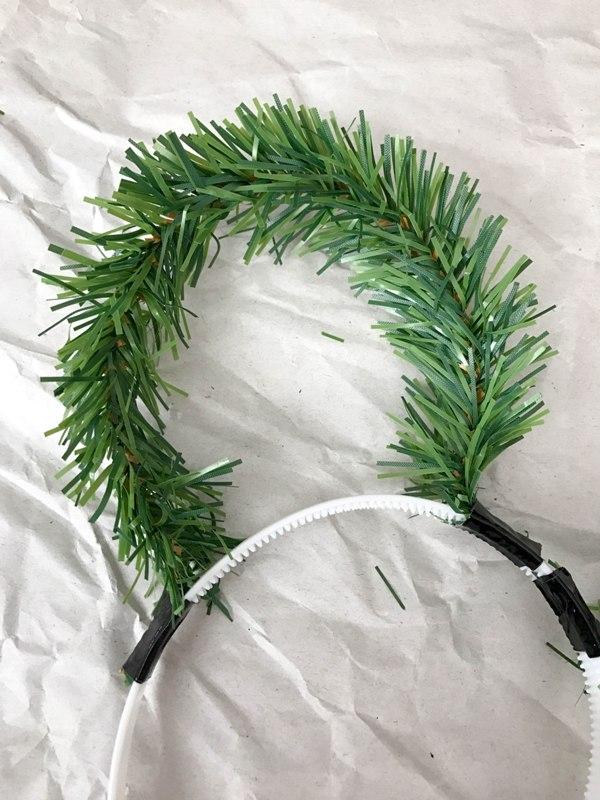DIY Christmas Wreath Mickey Ears