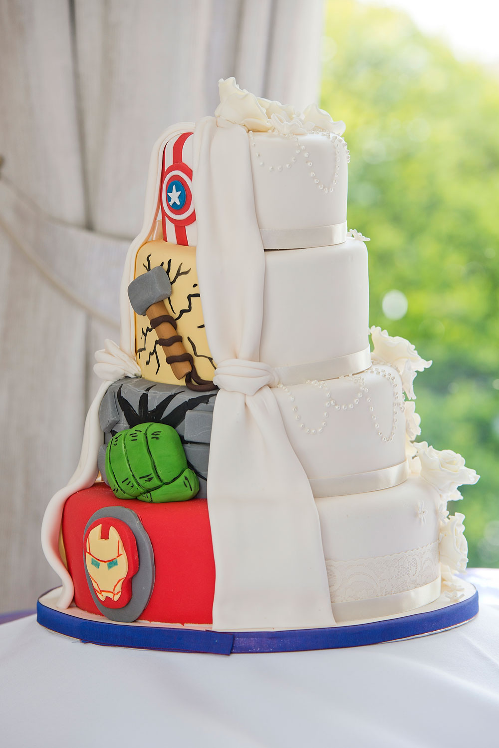 superhero wedding cake ideas 10 ideas for a marvel wedding 20606