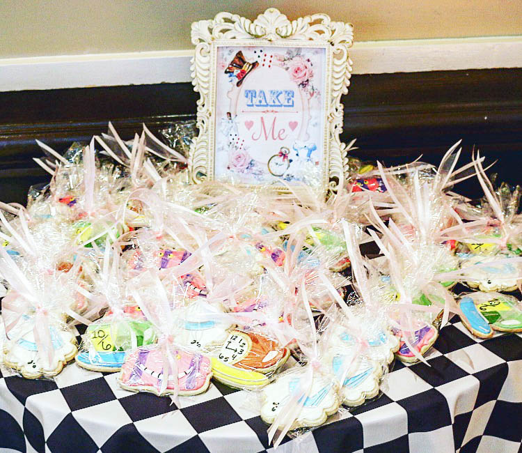 acb31e42159 DIY Cookie and Tea Favors for an ALICE IN WONDERLAND Bridal Shower ...