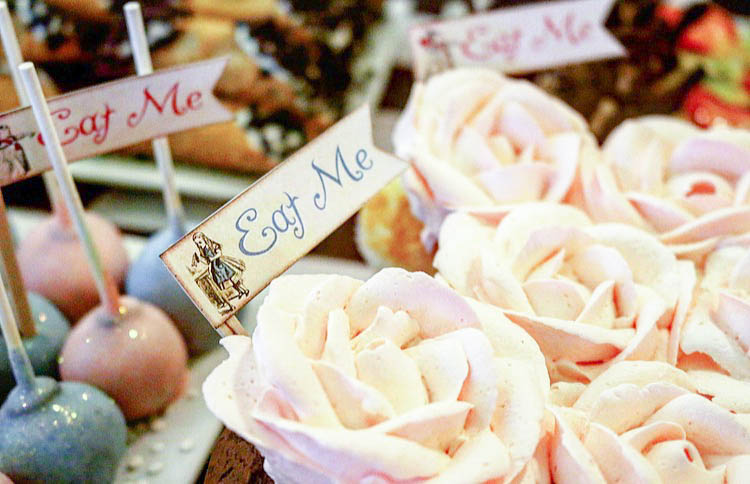 DIY Cookie and Tea Favors for an ALICE IN WONDERLAND Bridal Shower