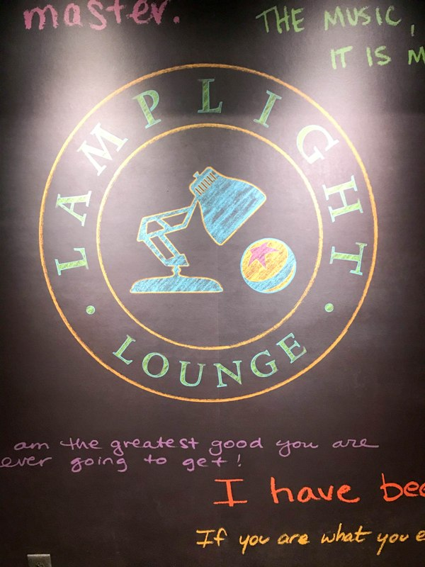 Lamplight Lounge: Restaurant Review