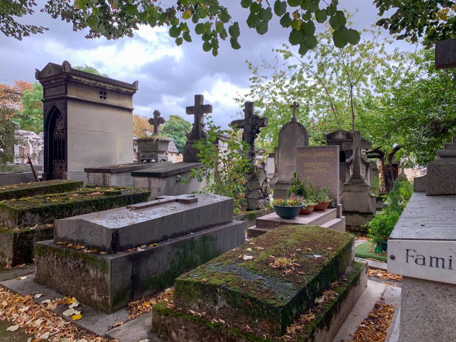 Tombstones at Cimetière du Père Lachaise