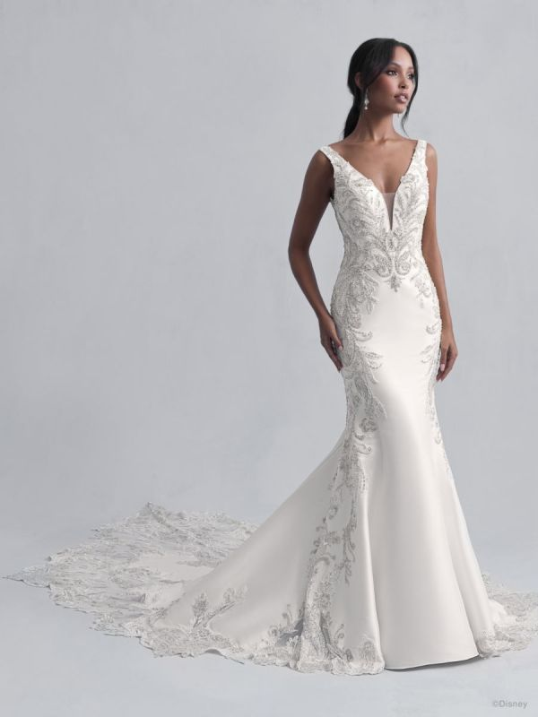 Bride wearing wedding gown inspired by Disney Princess Jasmine